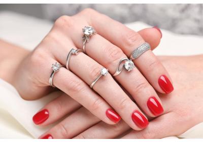 Como Usar Anéis de Prata: Mix de Anéis para Todos os Estilos